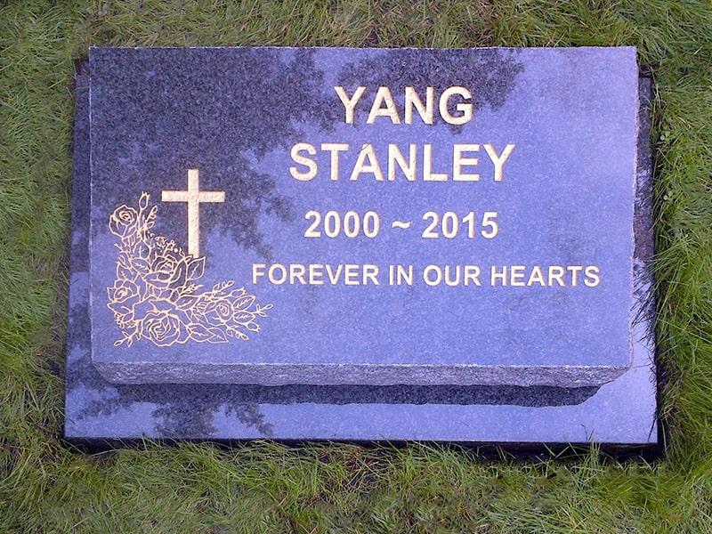 32.granite-headstone-02-raincoast-memorials-min